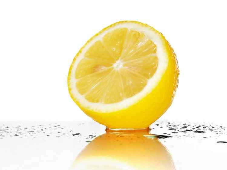 jus de citron pour enlever les points noirs
