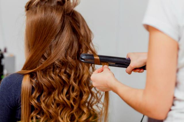 boucler cheveux avec fer a lisser